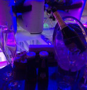 Ресторан Облака сервировка и подача шампанского
